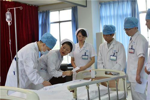 想当医生初中生选什么专业合适?